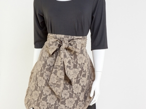 Tulip in Lace-Beige on Chocolate Brown